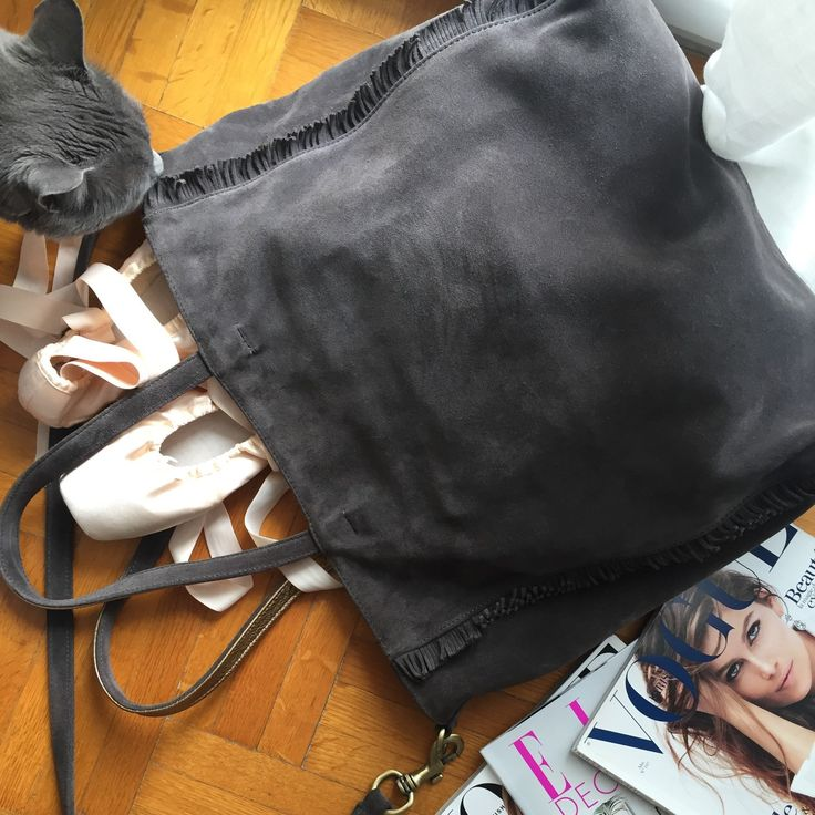 Danae bag for the professional and her furry intruder...! HappyM