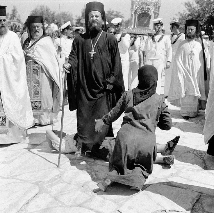 Evans, 15 Αυγούστου 1950, λιτάνευση της εικόνας της Μεγαλόχαρης στην Τήνο.