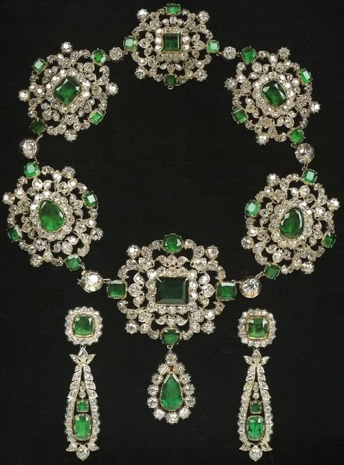 set of emerald- diamonds necklace and earrings, gift from Tsar Alexander I to the Marchioness of Londonderry