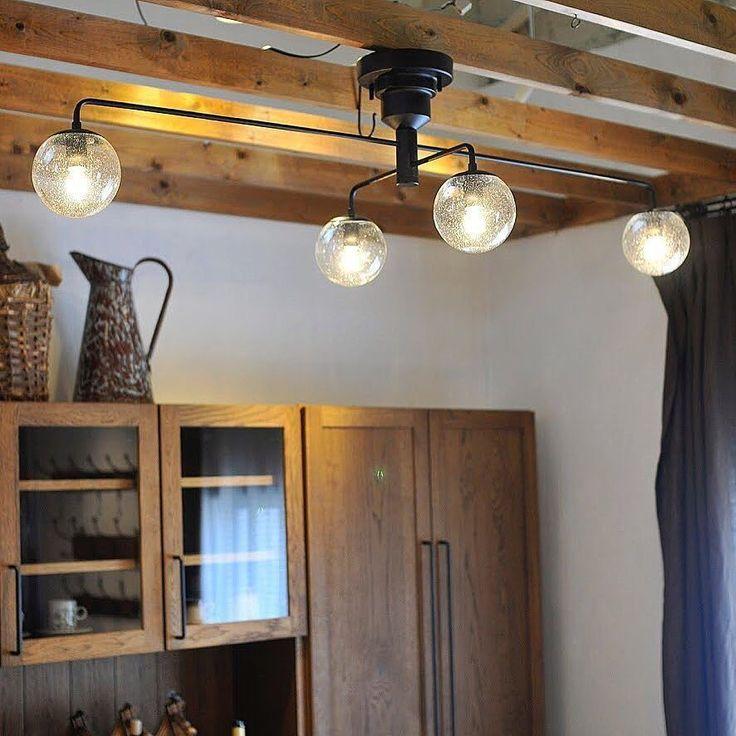 P&Sで人気の照明《Lulublanc》 ・ スッキリとしたシルエットが魅力のシーリングランプ。全長135cmあるので広範囲を照らすことができますよ。また2本のアームは自由に回転させることができるので、お好みのスタイルを楽しむことができます。 ダイニングや寝室はもちろん、一般的な2400の天井高につけても、人が通る動線の邪魔にならないのでリビングにも◎ ・ 詳細はウェブストアをご覧ください 店頭展示シェードはバブルです。 ・ #lighting_ps http://ift.tt/2us8d4R