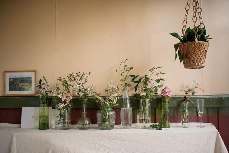 Lantligt bröllop med fest i byskola: Clara + Ola — Sisters in Law - Bröllopsblogg