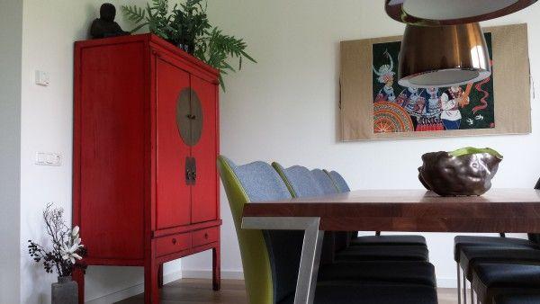 Haal de Oosterse stijl in huis met een kleurrijke Chinese Bruidskast | Fotografie: Colours of the Orient via www.stijlidee.nl