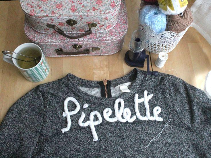 DIY : et si on customisait un pull avec un tricotin ?