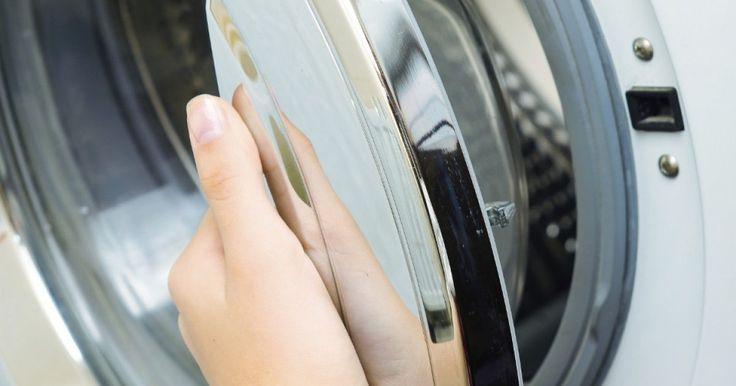 Durch Kalkablagerungen können Waschmaschinen zu einem Problem werden. Du solltest daher deine Waschmaschine entkalken – rechtzeitig. Das spart Strom und Nerven.