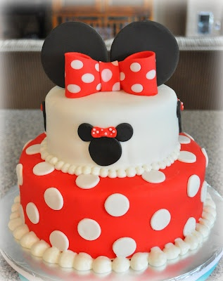 Minnie Mouse cake (add yellow pearls instead of white) can this PLEASE