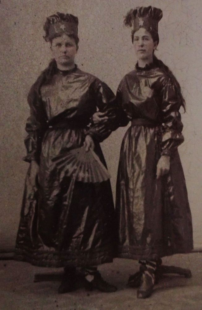ANTIQUE TINTYPE PHOTO OF 2 WOMEN ARM IN ARM WEARING COSTUMES & CROWNS WITH STARS
