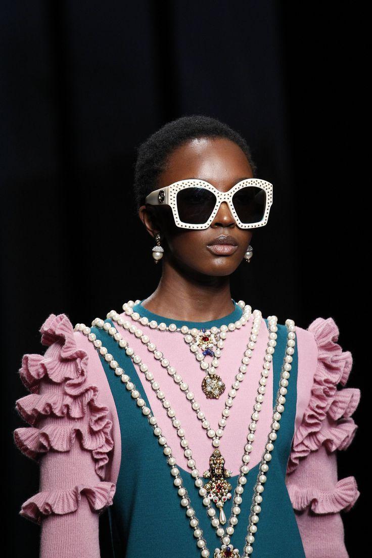dorimène ? Fashion. Fun. Details. Défilé. Gucci. Automne-Hiver. 2016-2017. Pearls. Sunnies. Pink. Fringles.