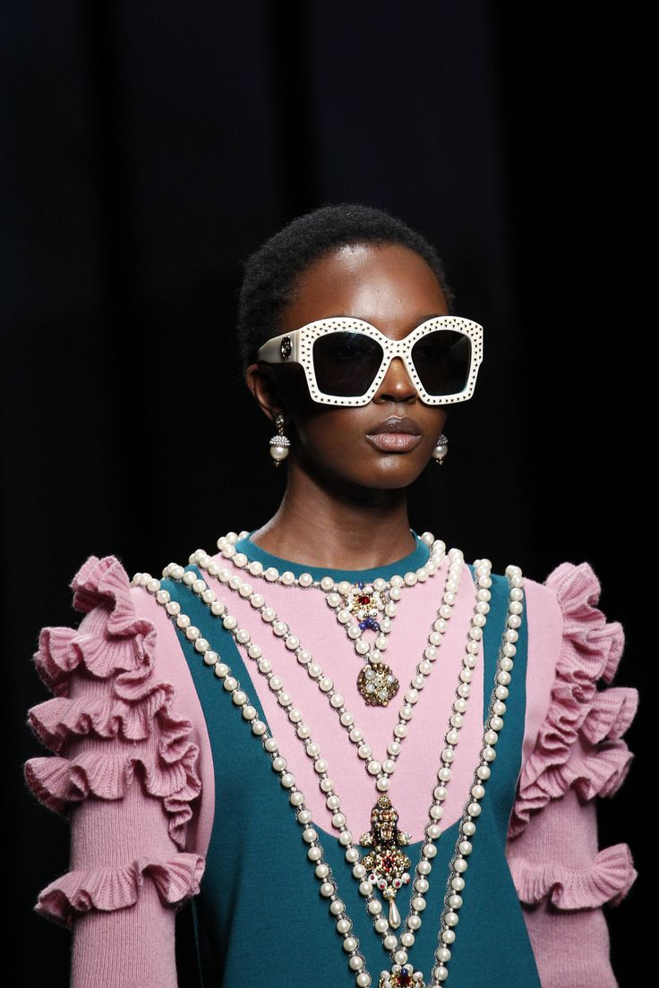 Fashion. Fun. Details. Défilé. Gucci. Automne-Hiver. 2016-2017. Pearls. Sunnies. Pink. Fringles.