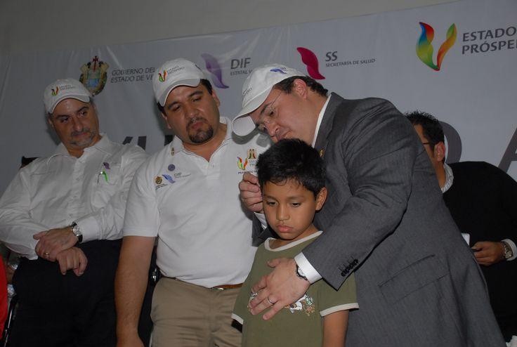 El gobernador Javier Duarte agradeció la nobleza del Club de Leones Internacional, por sumarse con el Gobierno de Veracruz y absorber parte del costo comercial de los aparatos auditivos que se entregaron.