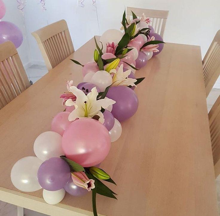 camino de globos y flores