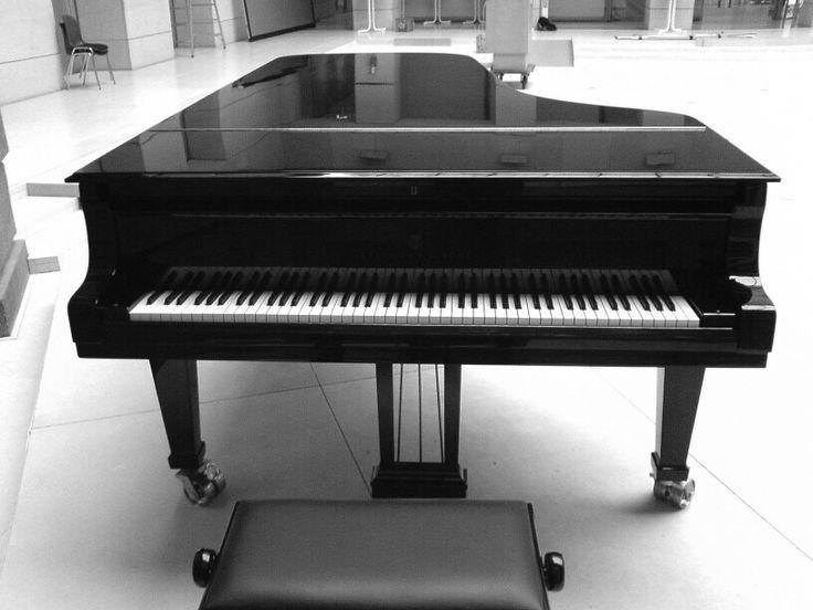 i <3 playing piano...