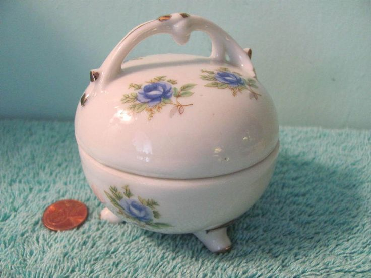 VTG Porcelain Trinket Box, Floral w Gold Trim, Footed, Lid w Handle, Japan
