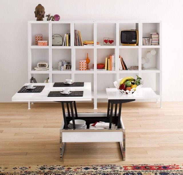 une table basse plateuax relevables dans le salon moderne