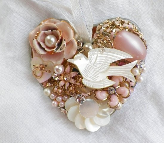 Vintage mother of pearl brooch, lovely lovely, how I'd love it.....