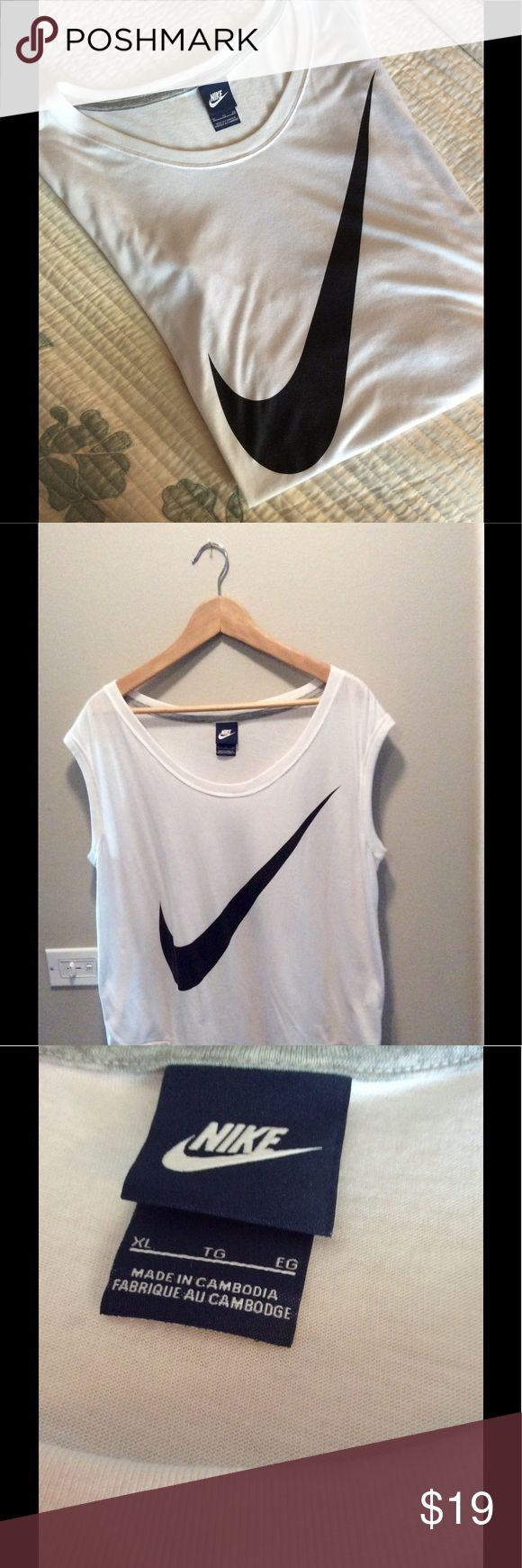 NIKE sleeveless white T shirt with logo Very soft material