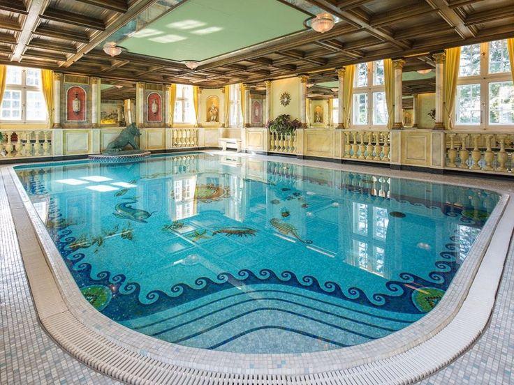Schwimmbad im Schloß