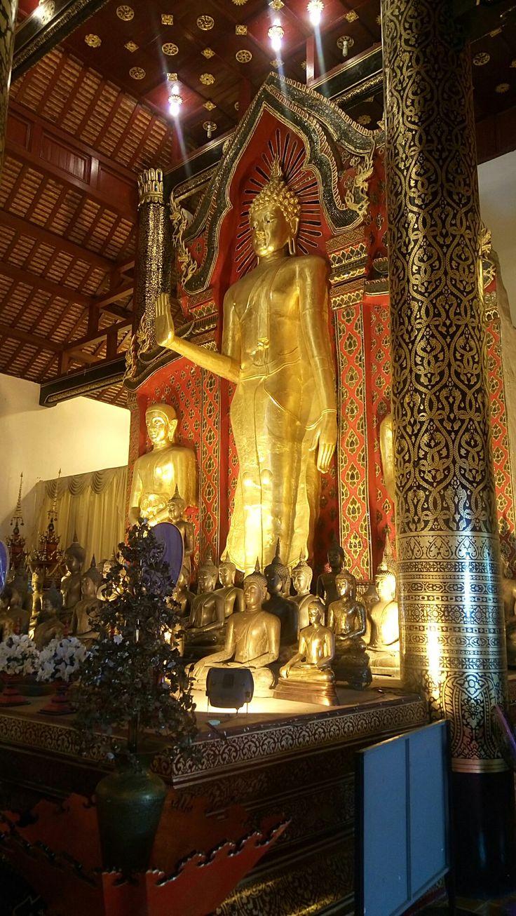 The big Buddha at Wat Chedi Luang.