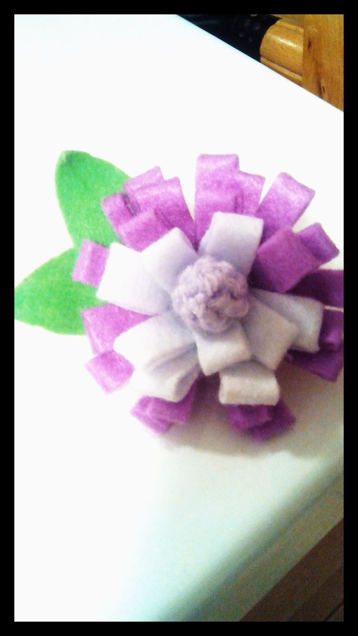 DIY bomboniera per evento, un fiore in pannolenci molto semplice da fare.