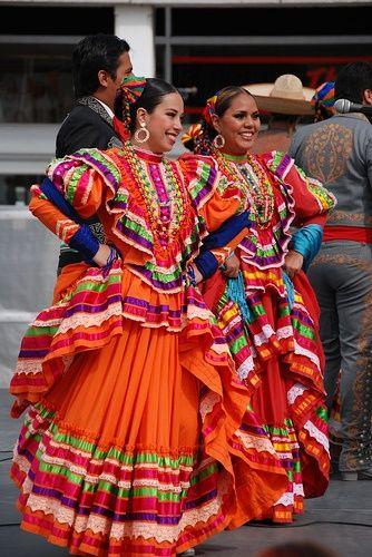 Ballet Folklorico de la Universidad de Colima