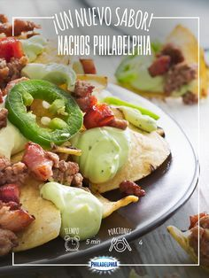 INGREDIENTES  150 g de Queso Crema Philadelphia ® Jalapeño 1 paquete de tostadas para nachos 200 g de carne molida, cocida½ tza. de tocino picado, frito 1 Pza. de chile cuaresmeño en rodajas
