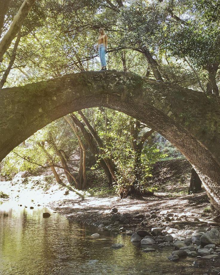 Jak dobrze że na Cyprze są miejsca takie jak to Sceneria jak z najpiękniejszej baśni  Las góry czyste strumienie zabytkowe mosty i świeże powietrze all inclusive  #wgorachjestwszystkocokocham #troodos #naturelovers  @happinessmode_com  #cyprus2017 #cypr #troodosmountains #forest #bridge #Travelgram #Wakacje #InstaTravel #Travelplanet #Traveluje #Podróże #Travelphotography #Instapassport #Cyprus