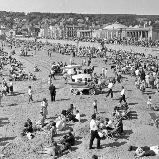Weston-super-Mare's beach was packed with tourists as far as the eye could see in these incredible shots from 50 years ago. Despite the extraordinary number of tourists who flocked to the beach and open air pool, the Whitsun bank holiday in 1966, during May 28-30, only broke record visitor numbers on one day.