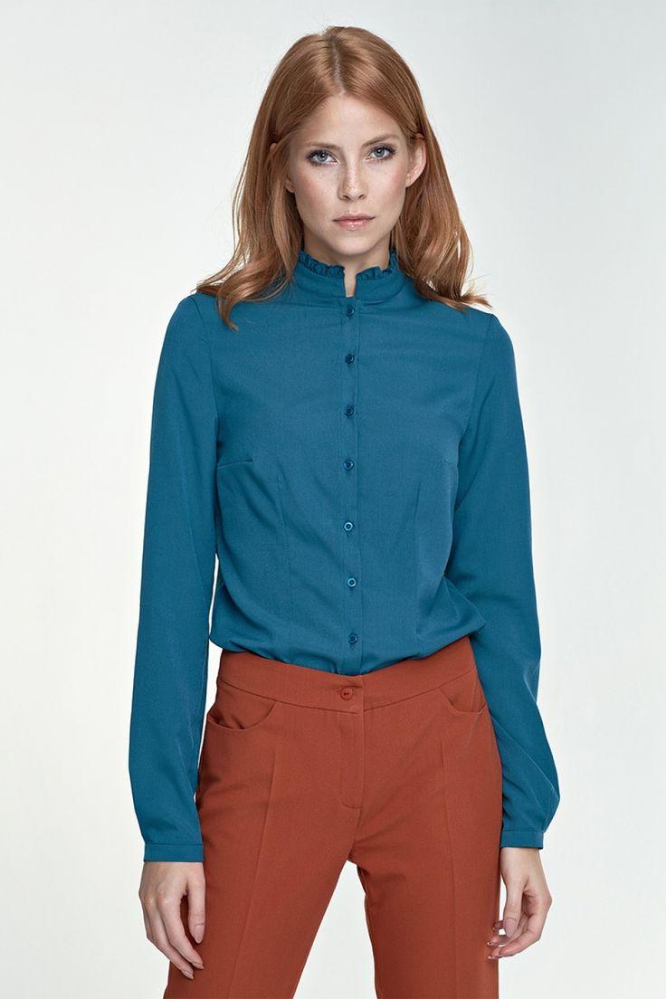 Ten model bluzki idealnie nadaję się na oficjalne spotkania, z klasyczną marynarką i prostymi spodniami stworzą elegancki strój biznesowy. Stójka nadaje bluzce jeszcze więcej kobiecości. Koszula posiada zaszewki na biuście, lekko taliowana. Rękaw prosty, zakończony delikatnym mankietem. Lycra 2 % Polyester 98 %  http://galeriaeuropa.eu/koszule-damskie/600166170-bluzka-ze-stojka-b72-zielony