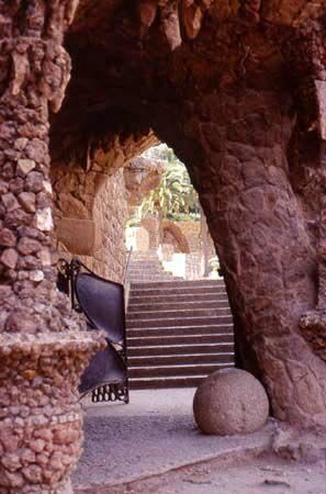 Barcelone  Antoni Gaudi - Parc Güell -Catalonia