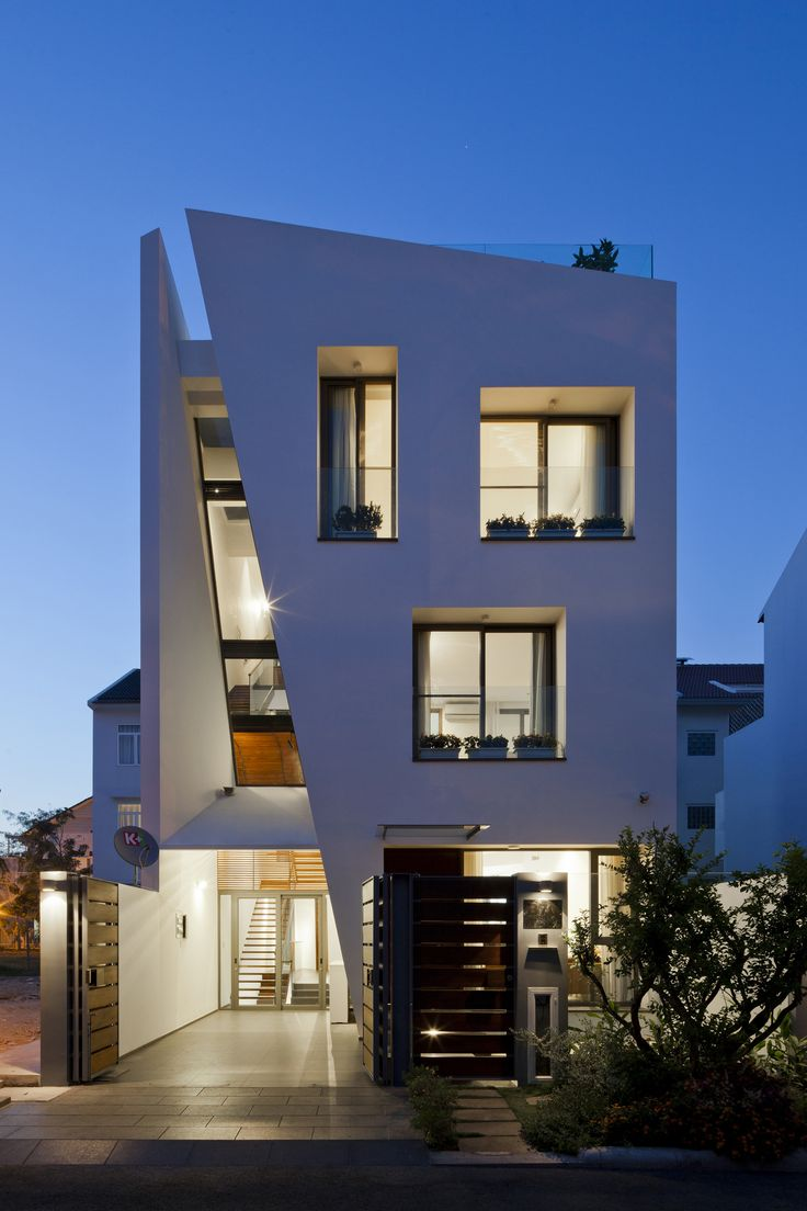Diseño de casa moderna de tres pisos, planos y fachada   Construye Hogar