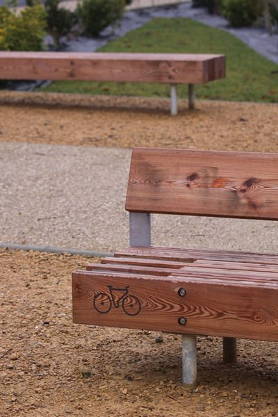 mmcité - products - park benches - woody