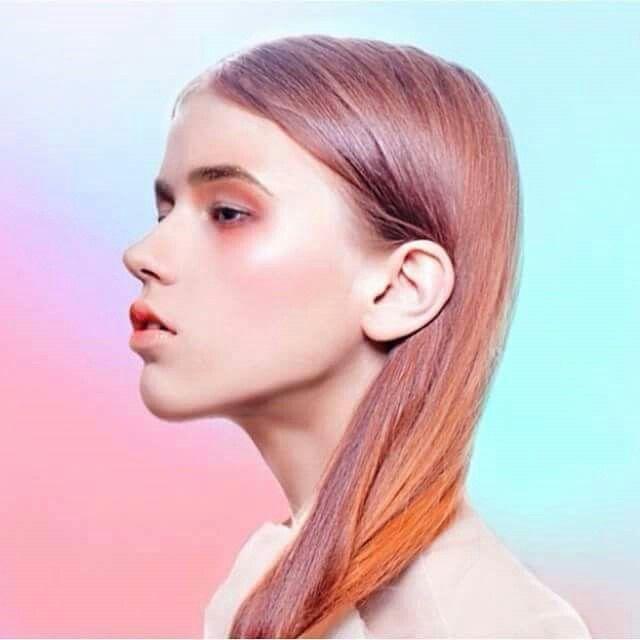Színes tincsekkel nyarat csempészhetünk az őszbe #hair #colour #autumn #fashion