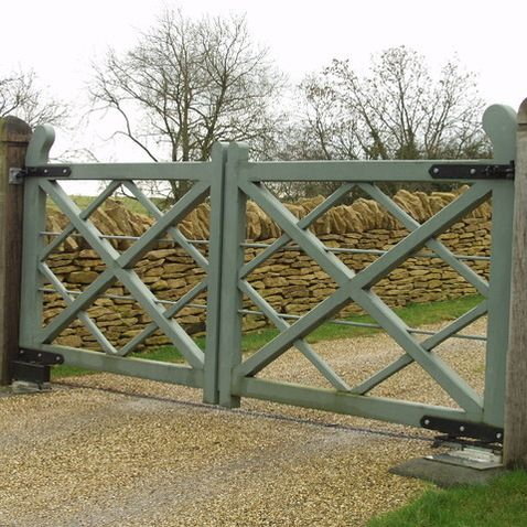 Wood driveway gate designs woodworking projects plans for Wood driveway gate plans