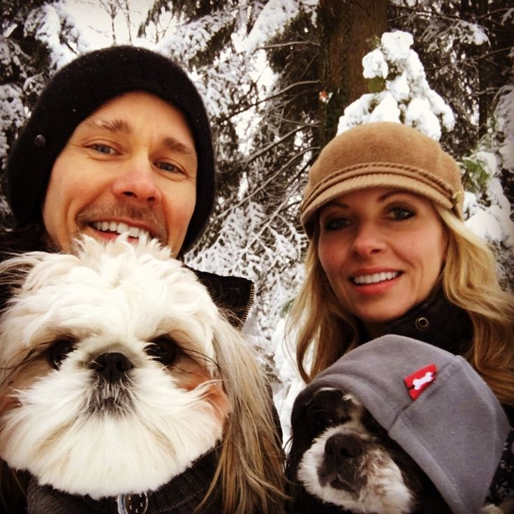 Myles Kennedy, his wife and their dogs