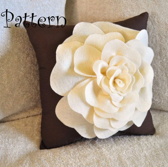 Gran fieltro rosa con bono almohada PDF patrón Tutorial flor acento de almohada…