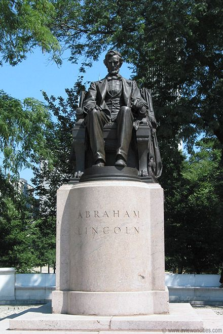 Lincoln Statue in Grant Park, Chicago (There's a statue of Grant in Lincoln Park)