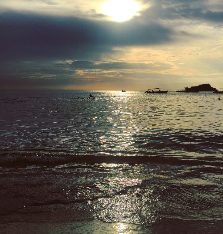 🌤🌊🛥  Atardecer, Sunset, Sol, Sun, Nubes, Clouds, Mar, Sea, Vacaciones, Vacations, Mar Caribe, Caribbean Sea, El Rodadero, Santa Marta, Magdalena, Colombia