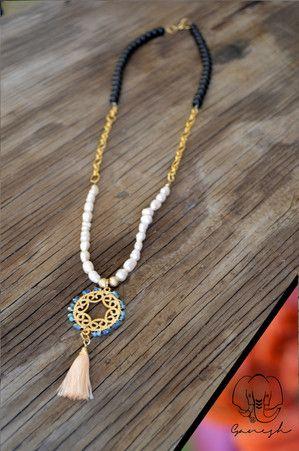 Collar de cristal y perlas con cadena y dije de baño de oro