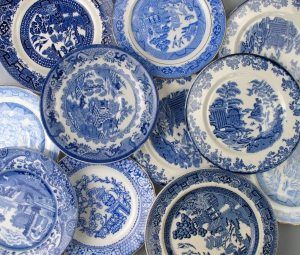 Antique white and blue side plate 16 cm in diameter, it can be use as a cake or dessert plate.    Price