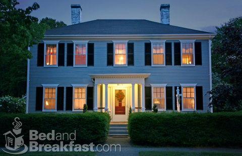 New England Georgian Colonial or Center Entrance colonial