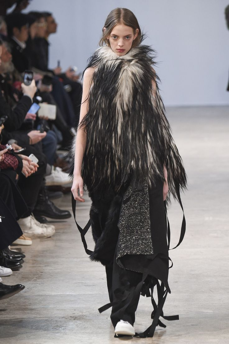 See the complete Ann Demeulemeester Fall 2017 Menswear collection.