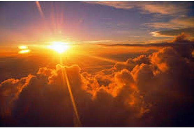 "Peringatan Ancaman Panas Ekstrem 21 Maret 2016 (Equinox) - Baru saja gerhana matahari total menarik perhatian banyak pihak. Sebentar lagi diprediksi matahari akan melintas di garis katulistiwa atau equator yang disebut equinox. Peristiwa ini terjadi 2 kali selama setahun. Etimologi, Arti tertua dari kata ""equinox"" mengacu pada hari ketika siang dan malam hari adalah durasi"