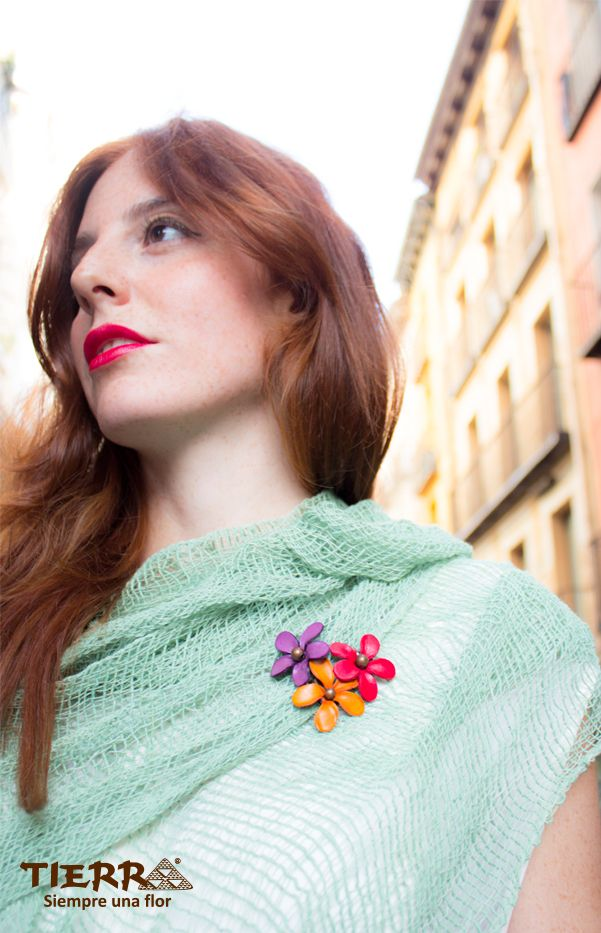 TIERRA broches and scarf