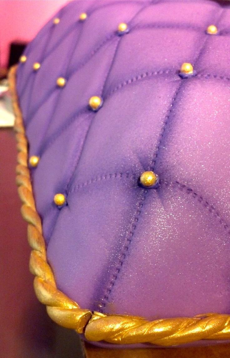Pillow cake detail