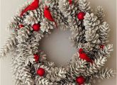 Creative Christmas Wreaths via...