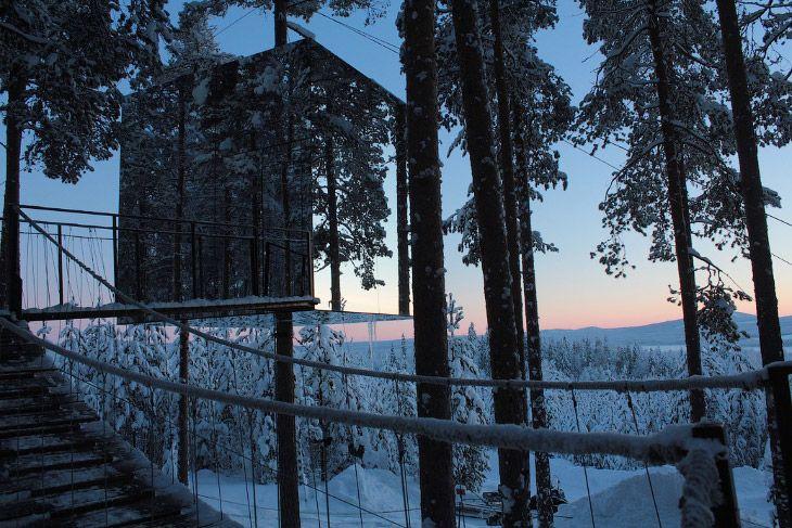 Необычный отель с домами на деревьях http://kleinburd.ru/news/neobychnyj-otel-s-domami-na-derevyax/  В Швеции есть необычный отель, который называется «Отель на дереве» (анг. Treehotel). Он состоит из семи номеров, спроектированных разными архитекторами. И все они находятся на деревьях. 1. Птичье гнездо Снаружи дом напоминает большое птичье гнездо, который кто-то соорудил на дереве. 2. Единственно, что выдает эту конструкцию за «человеческую» — выдвижная лестница. 3. У дома есть […]