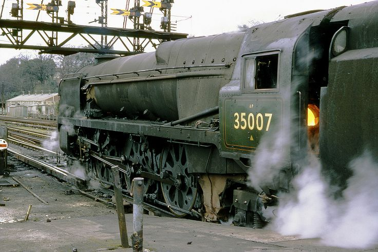SR Class MN 4-6-2 35007 (Aberdeen Commonwealth) waits to depart from Southampton Central on the 10.30 Waterloo - Bournemouth express. 17th March 1967 (Bill Wright)