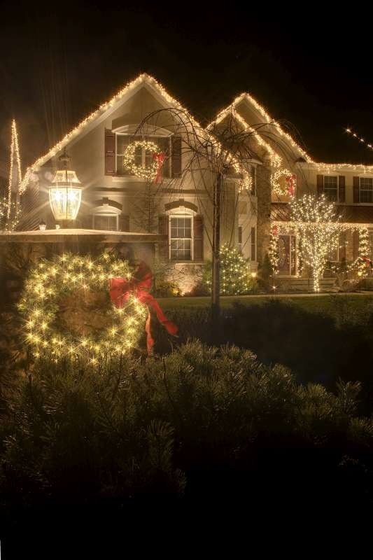 Christmas light installation by Neave Group Outdoor Solutions (in New York)