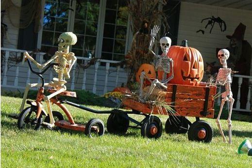 Cute! Halloween lawn decor