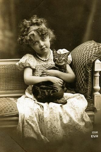 Sweet curls and darling vintage kitty love. Awwww! #vintage #child #cat #kitty #pet #portrait #cute: