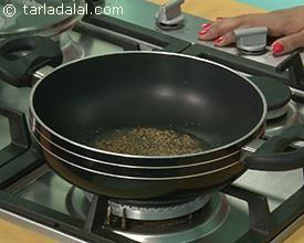 Aloo Gobi, Aloo Gobhi Recipe recipe | Punjabi Recipe | by Tarla Dalal | Tarladalal.com | #22792